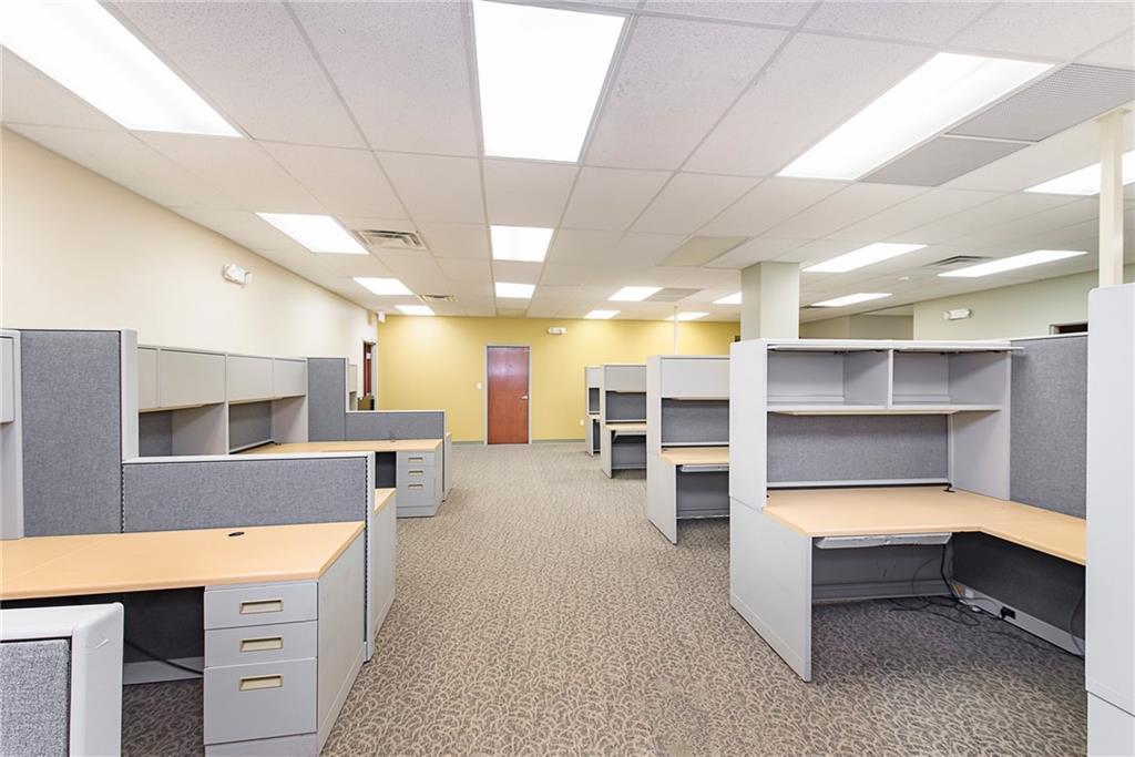 3960 Southeastern Avenue MLS 21581254 Empty photo 9