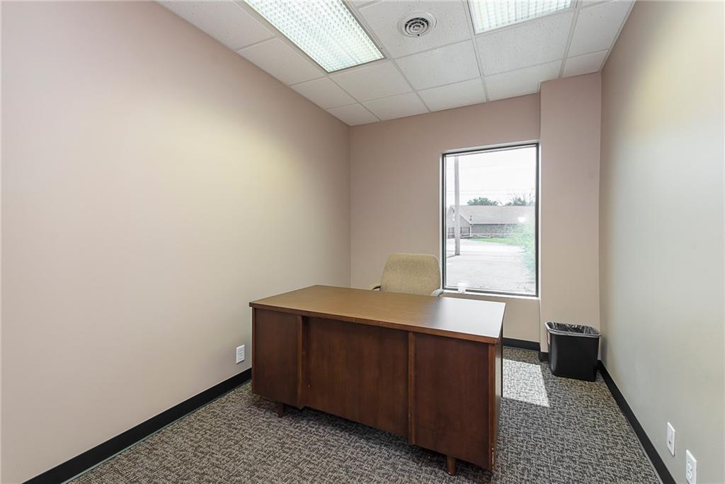 3960 Southeastern Avenue MLS 21581254 Empty photo 46
