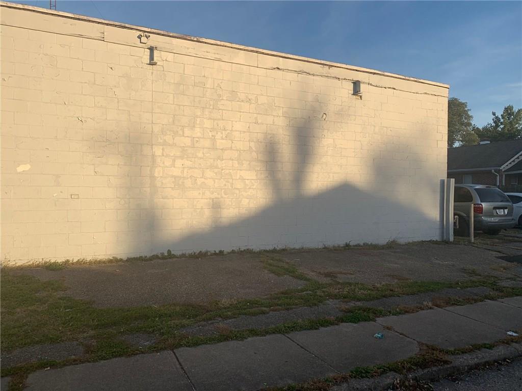 2201 E 30th Street MLS 21604527 Empty photo 3