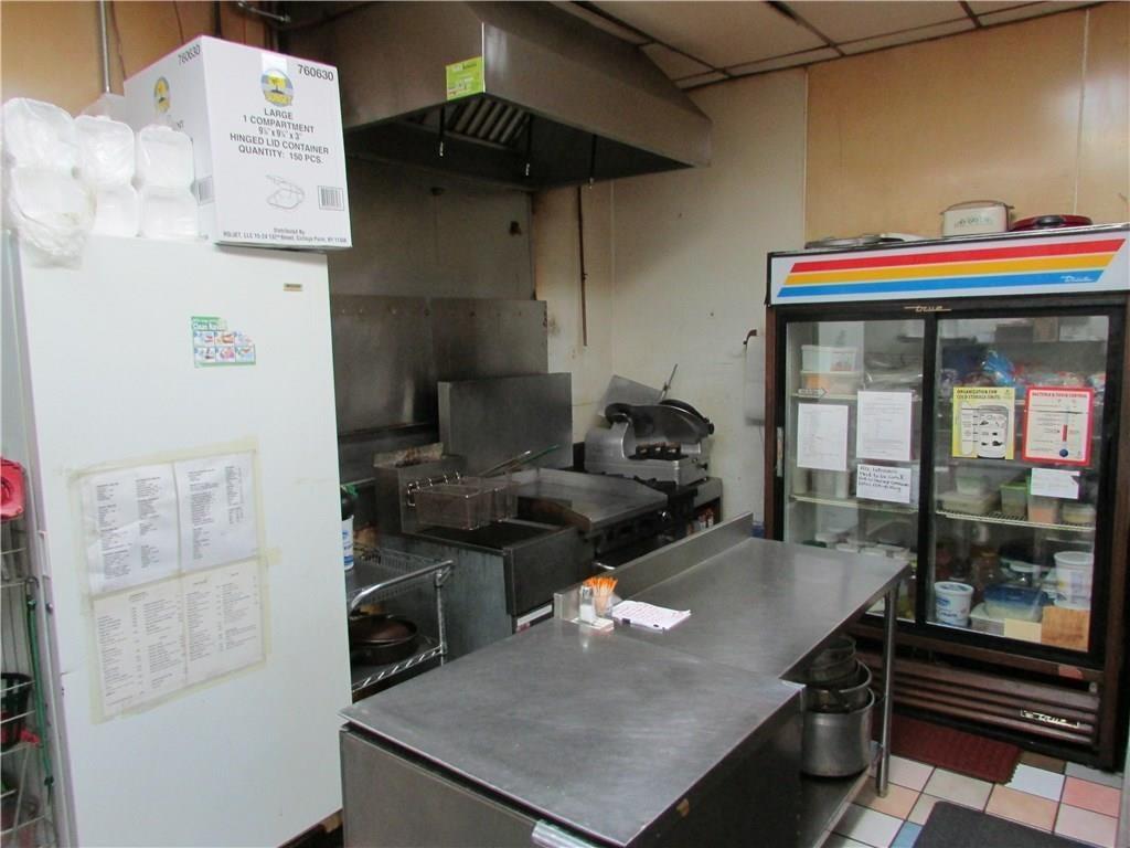 7941 E 30th Street MLS 21610423 Empty photo 30