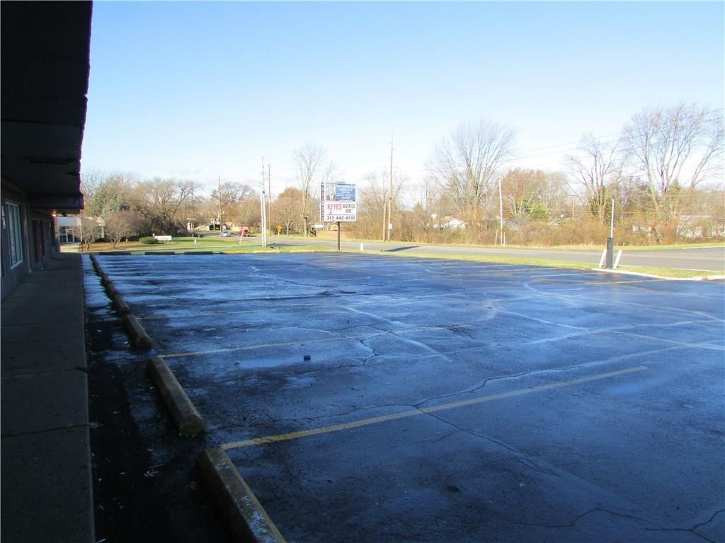 7941 E 30th Street MLS 21610423 Empty photo 36