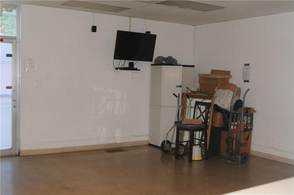 2702 N College Avenue MLS 21655767 Empty photo 11