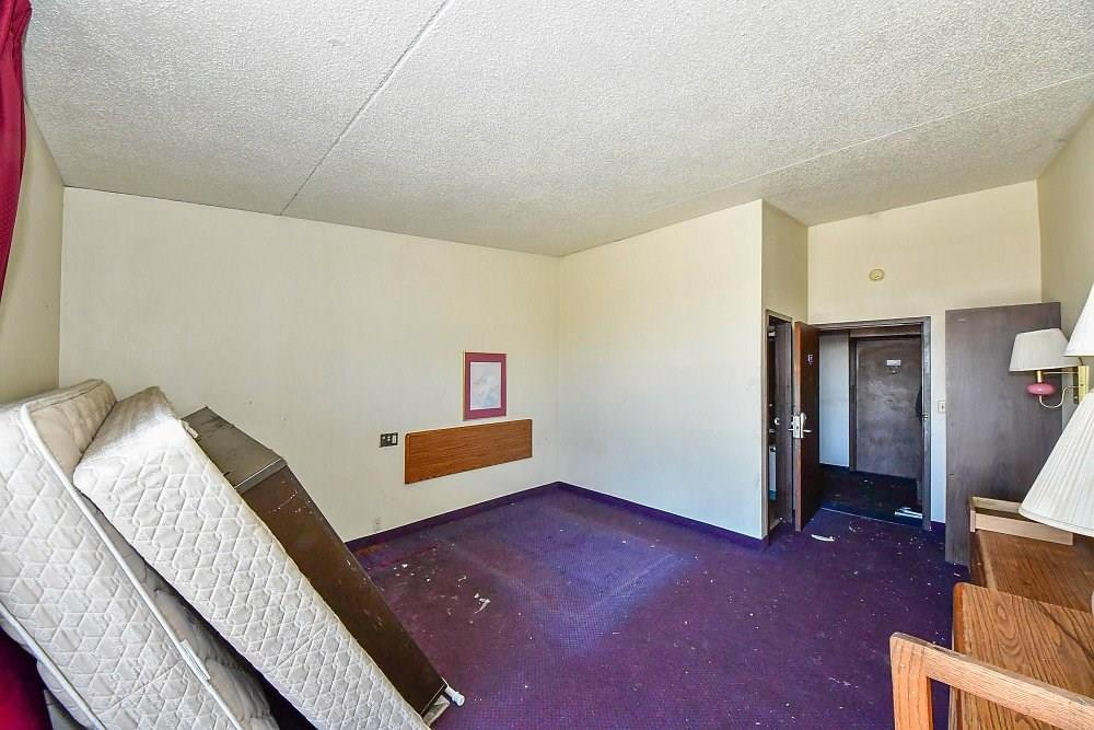 4505 S Harding Street MLS 21701316 Empty photo 12