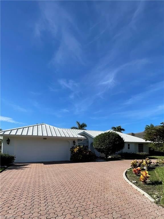 SW Florida Home for Sale - View SW FL MLS Listing #221067425 at 626 Regatta Rd in NAPLES, FL - 34103