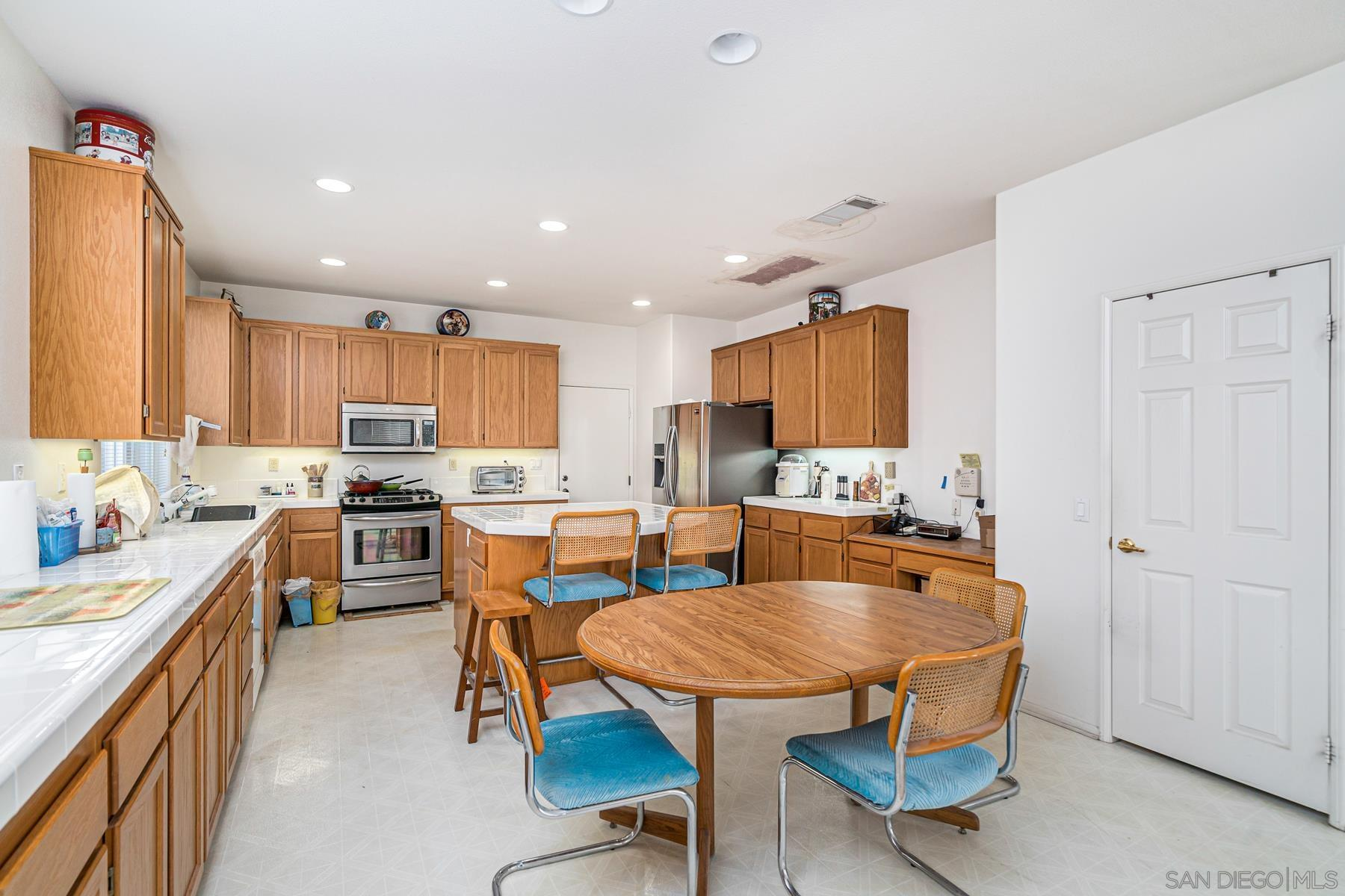 3268 Canyon View Dr., OCEANSIDE