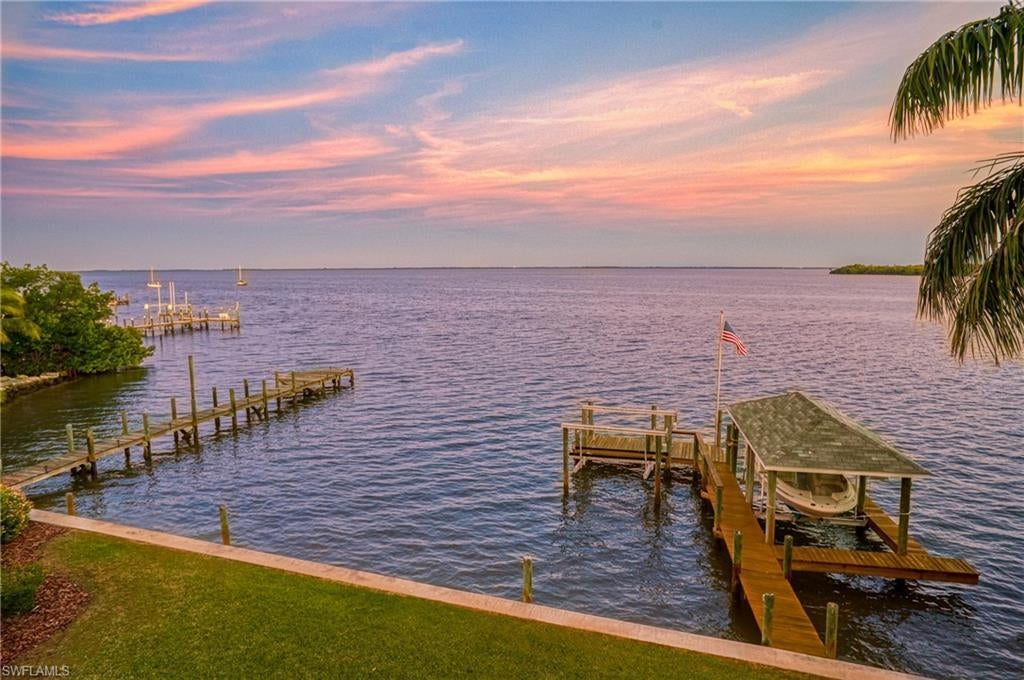 METES AND BOUNDS Home for Sale - View SW FL MLS #217017217 at 15147 Captiva Dr in  in CAPTIVA, FL - 33924