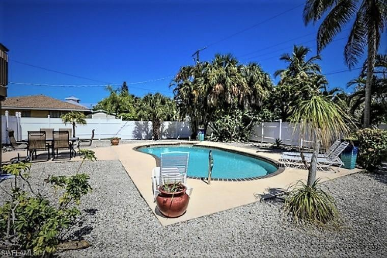 SW Florida Real Estate - View SW FL MLS #218077205 at 7973 Estero Blvd in  in FORT MYERS BEACH, FL - 33931