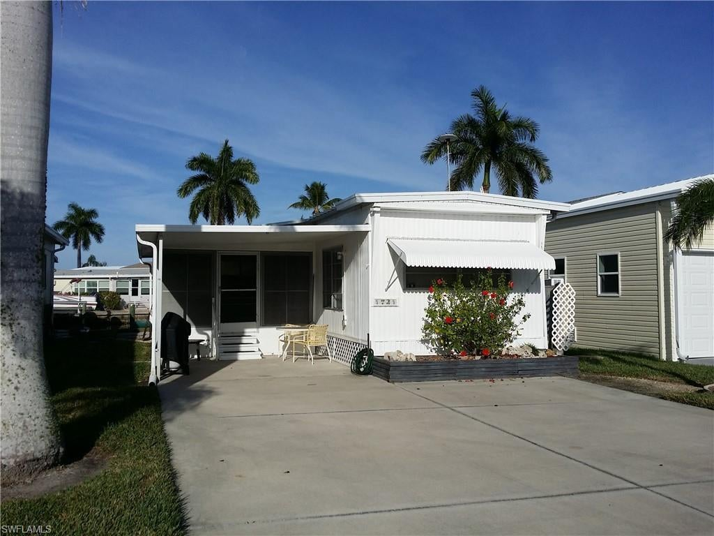 SW Florida Real Estate - View SW FL MLS #218083138 at 72 Cortez Way in  in FORT MYERS BEACH, FL - 33931