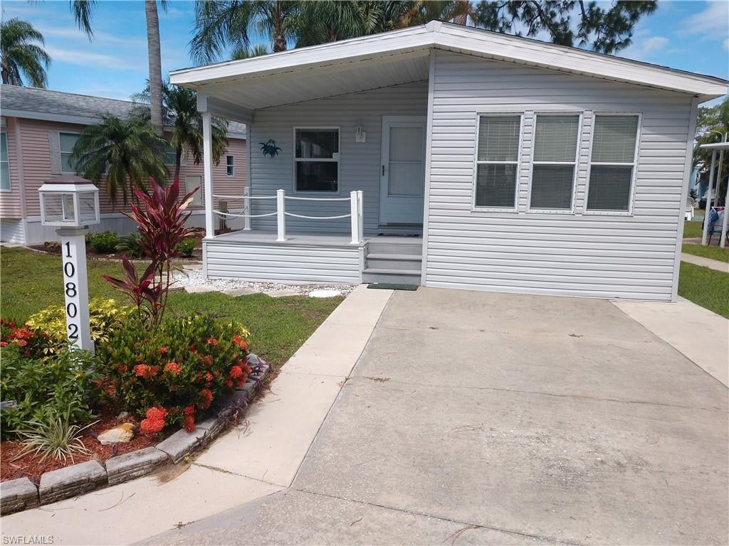 SW Florida Real Estate - View SW FL MLS #219039174 at 10802 Little Heron Cir in CORKSCREW WOODLANDS in ESTERO, FL - 33928