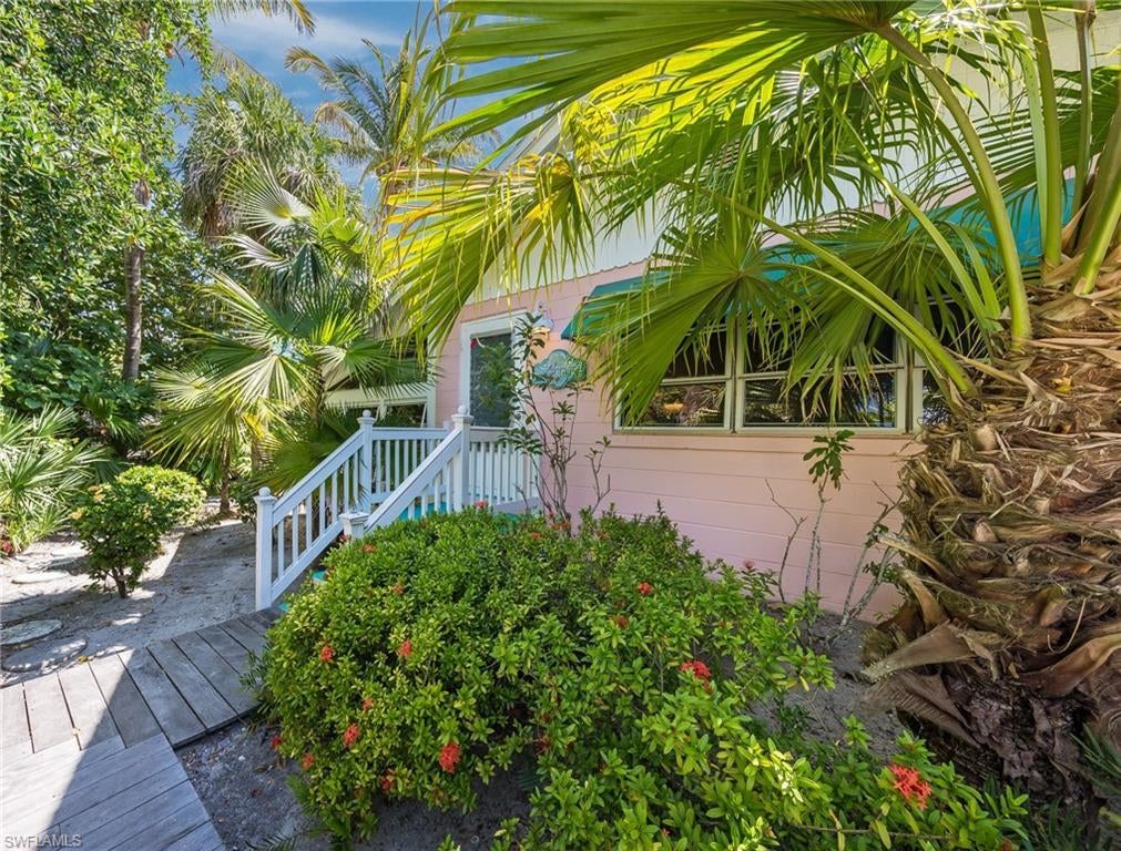 SW Florida Home for Sale - View SW FL MLS Listing #219039328 at 325 E Gulf Dr in SANIBEL, FL - 33957