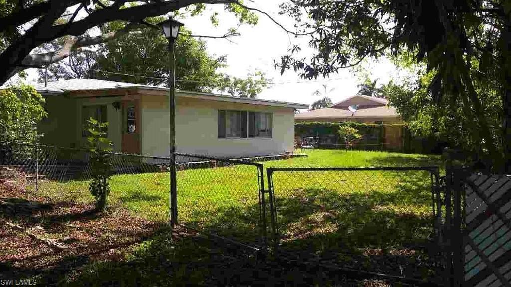 SW Florida Home for Sale - View SW FL MLS Listing #219048328 at 2100 Flora Ave in FORT MYERS, FL - 33907