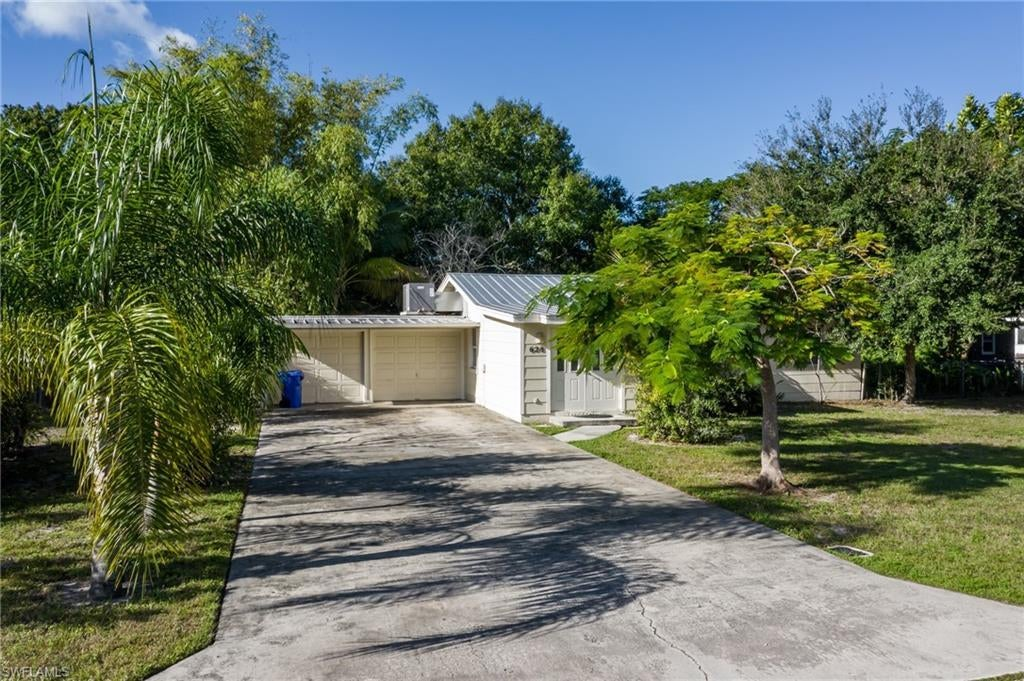 SW Florida Home for Sale - View SW FL MLS Listing #219075547 at 628 Princess St in FORT MYERS, FL - 33916