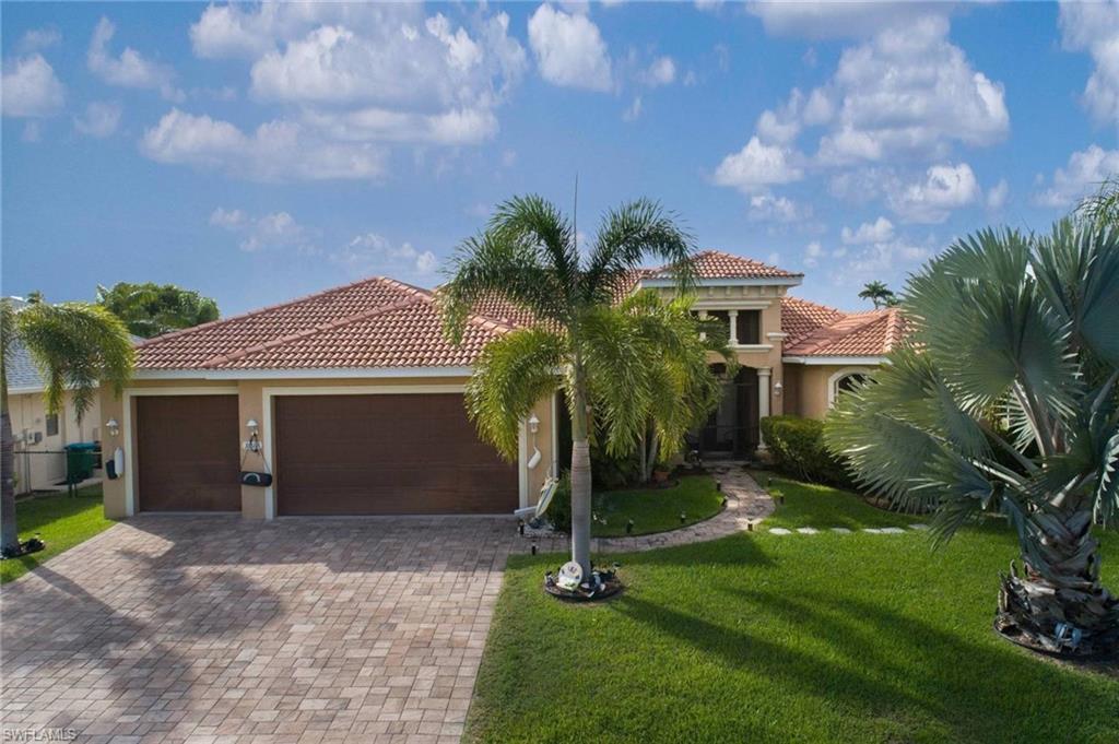 CAPE CORAL Real Estate - View SW FL MLS #219075688 at 3012 Se 19th Pl in CAPE CORAL in CAPE CORAL, FL - 33904