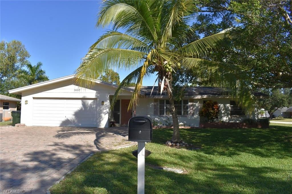 1681 S Flossmoor Rd Fort Myers Fl In Cypress Lake Country