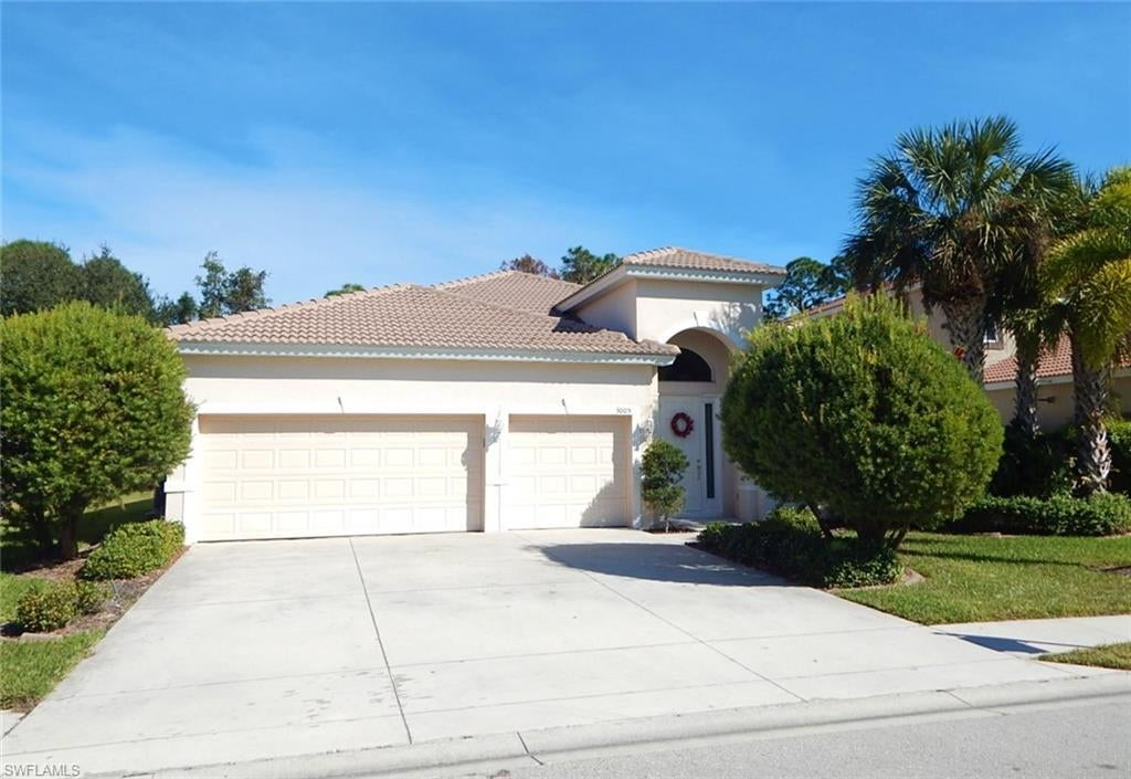 SW Florida Home for Sale - View SW FL MLS Listing #219078666 at 3005 Lake Manatee Ct in CAPE CORAL, FL - 33909