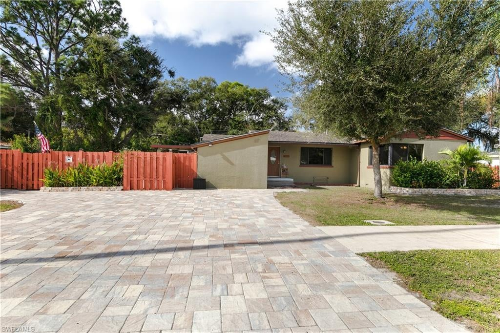 SW Florida Real Estate - View SW FL MLS #220003191 at 3912 Arlington St in PALMLEE PARK in FORT MYERS, FL - 33901
