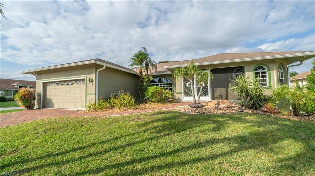 SW Florida Home for Sale - View SW FL MLS Listing #219084735 at 6370 Emerald Bay Ct in FORT MYERS, FL - 33908