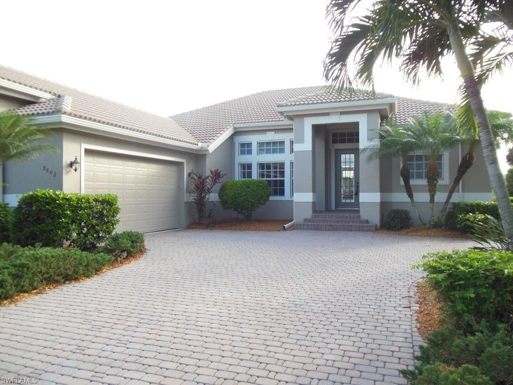 SW Florida Home for Sale - View SW FL MLS Listing #219076604 at 8802 New Castle Dr in FORT MYERS, FL - 33908
