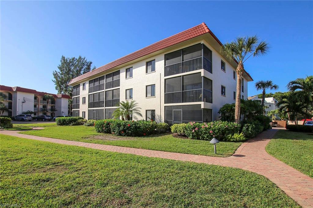 SANDALFOOT CONDOMINIUM Real Estate - View SW FL MLS #219081169 at 671 E Gulf Dr 2d2 in Sandalfoot Condominium in SANIBEL, FL - 33957