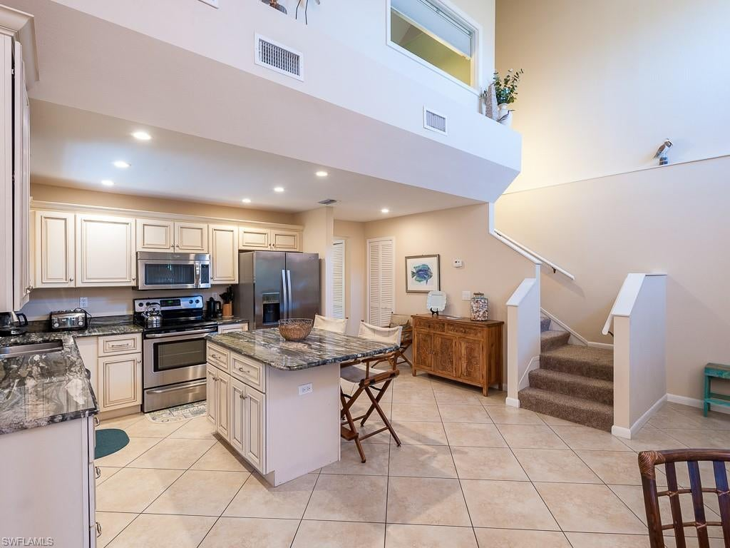 SW Florida Home for Sale - View SW FL MLS Listing #220000920 at 1811 Olde Middle Gulf Dr 14 in SANIBEL, FL - 33957