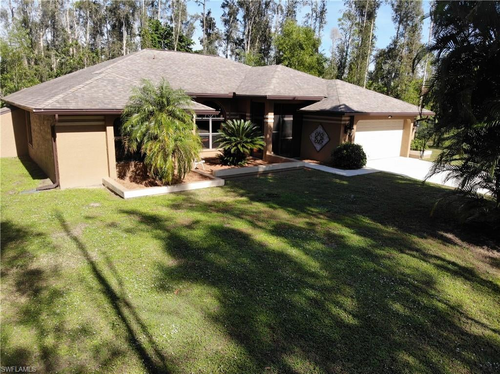 SW Florida Real Estate - View SW FL MLS #220001280 at 15252 Briar Ridge Cir in BRIARCLIFF in FORT MYERS, FL - 33912