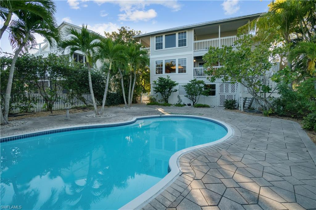 LAGUNA SHORES Home for Sale - View SW FL MLS #220001689 at 112 Sand Dollar Dr in LAGUNA SHORES in FORT MYERS BEACH, FL - 33931