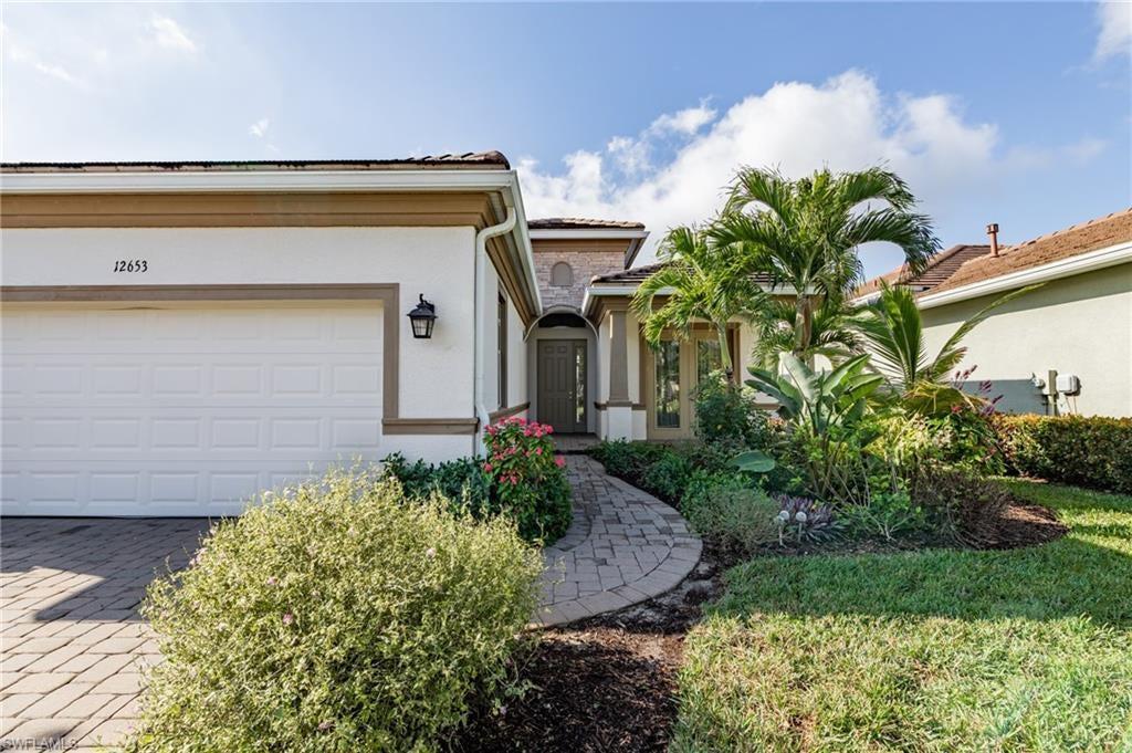 SW Florida Real Estate - View SW FL MLS #220009067 at 12653 Fairway Cv Ct in VERANDAH in FORT MYERS, FL - 33905