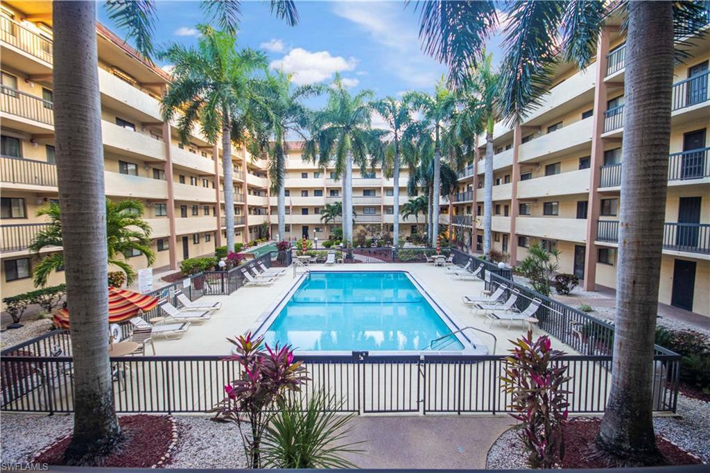 SW Florida Real Estate - View SW FL MLS #220012782 at 2121 Collier Ave 203 in CENTRE COURT CONDO in FORT MYERS, FL - 33901