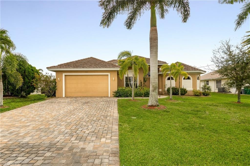 CAPE CORAL Home for Sale - View SW FL MLS #220019249 at 1516 Sw 48th Ter in CAPE CORAL in CAPE CORAL, FL - 33914
