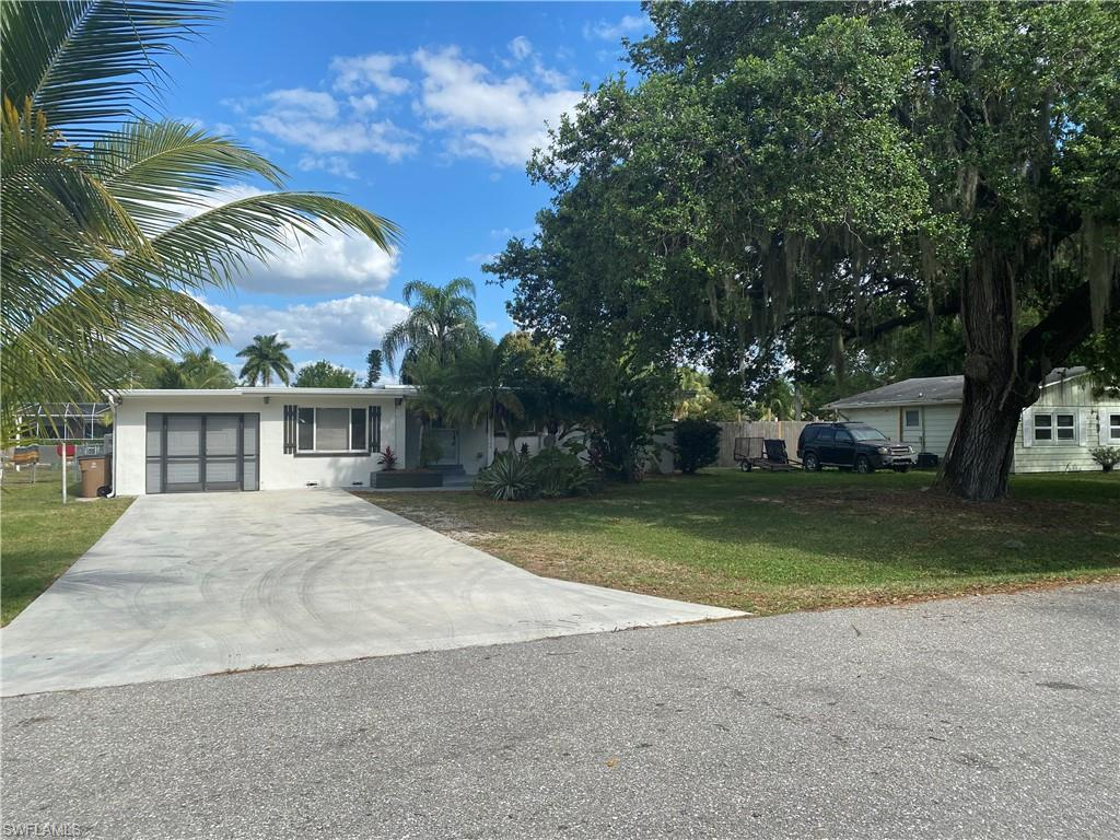 RUSSEL PARK Real Estate - View SW FL MLS #220021757 at 203 Kingston Dr in RUSSEL PARK in FORT MYERS, FL - 33905
