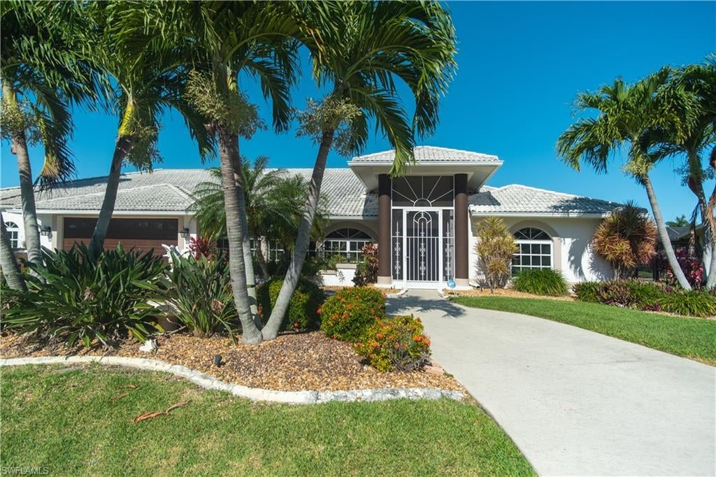 CAPE CORAL Real Estate - View SW FL MLS #220023647 at 4938 Sw 9th Pl in CAPE CORAL in CAPE CORAL, FL - 33914
