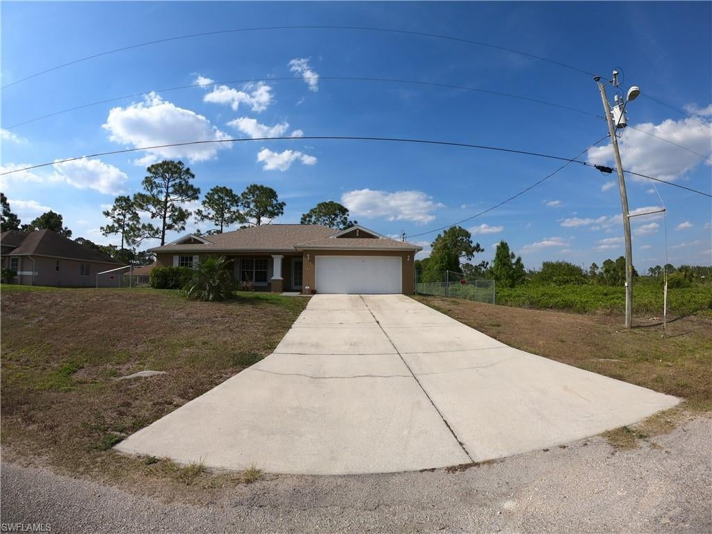 SW Florida Home for Sale - View SW FL MLS Listing #221026286 at 725 Newell St E in LEHIGH ACRES, FL - 33974