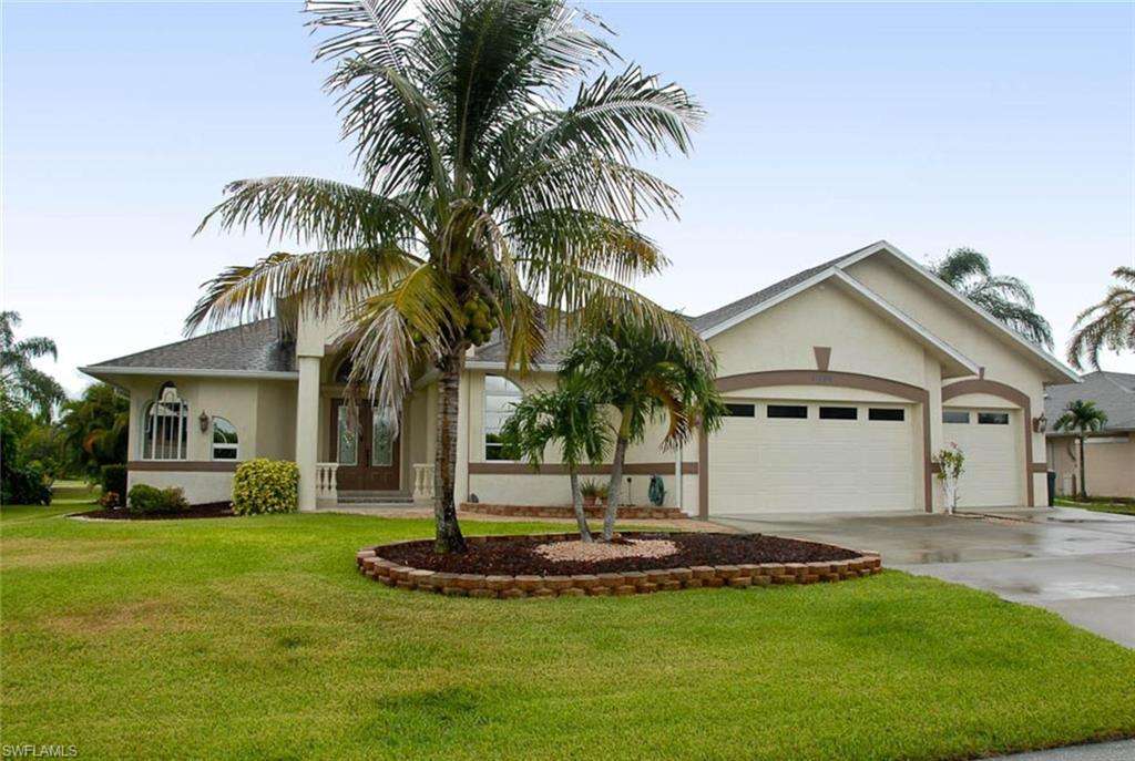 CAPE ROYAL Real Estate - View SW FL MLS #221060915 at 11906 Royal Tee Cir in CAPE ROYAL in CAPE CORAL, FL - 33991