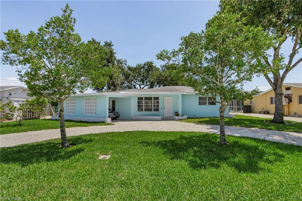 SW Florida Real Estate - View SW FL MLS #221061185 at 260 Donora Blvd in ZIMMERS ADD-SHELL MOUND PK in FORT MYERS BEACH, FL - 33931