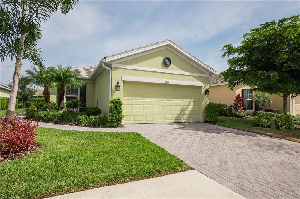 SW Florida Real Estate - View SW FL MLS #221062977 at 2619 Vareo Ct in SANDOVAL in CAPE CORAL, FL - 33991